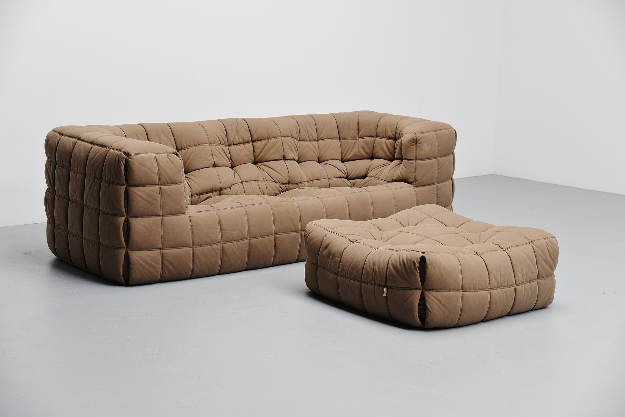 ligne roset kashima sofa michel ducaroy 1976 togo massmoderndesign. Black Bedroom Furniture Sets. Home Design Ideas