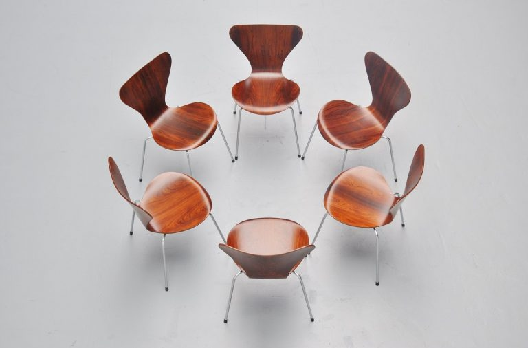 Arne Jacobsen 3107 chairs in Rosewood Fritz Hansen 1958