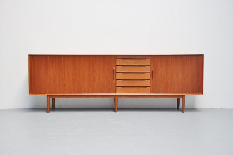 Arne Vodder sideboard model 76 for Sibast Mobler 1960