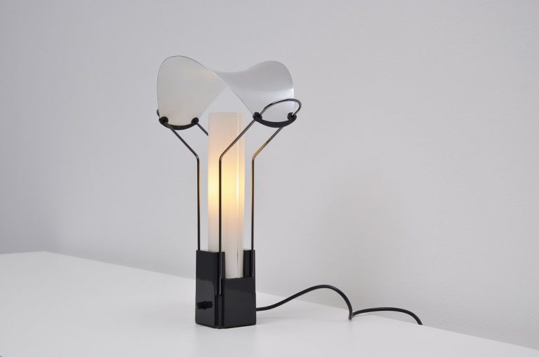 Palio table lamp by Perry A. King & Santiago Miranda Arteluce 1985