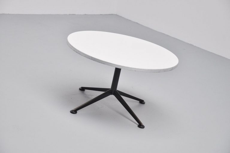 Friso Kramer round coffee table Ahrend 1962