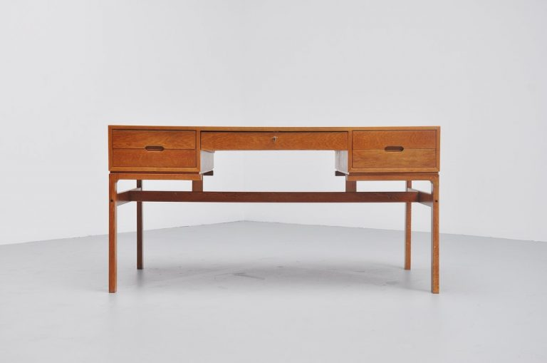 Arne Wahl Iversen oak desk for Vinde Mobelfabrik 1965