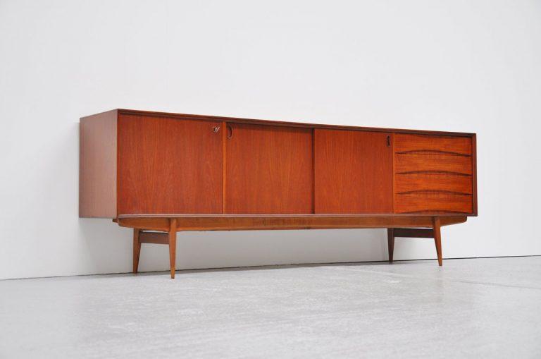 Oswald Vermaercke Paola V-Form sideboard teak 1959