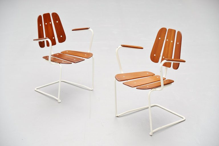 Swedish cantilevered garden chairs in teak 1960