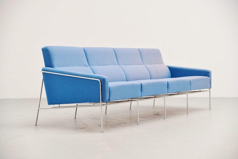 Arne Jacobsen sofa model 3300/4 Fritz Hansen Denmark 1957