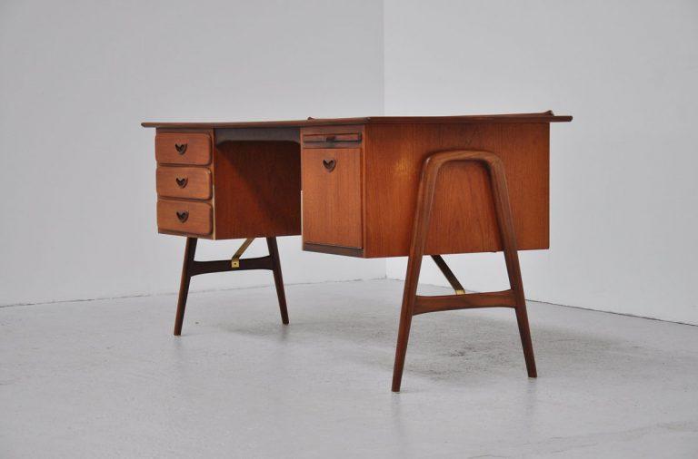 Webe boomerang desk Louis van Teeffelen 1960
