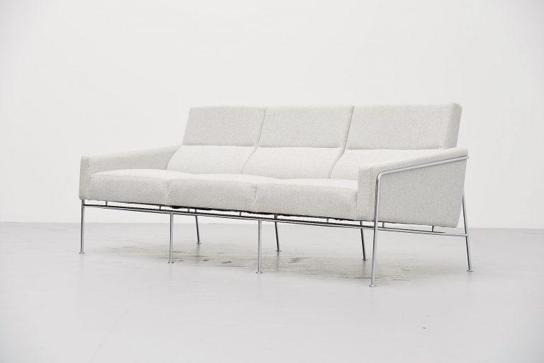 Arne Jacobsen sofa model 3300/3 Fritz Hansen Denmark 1957
