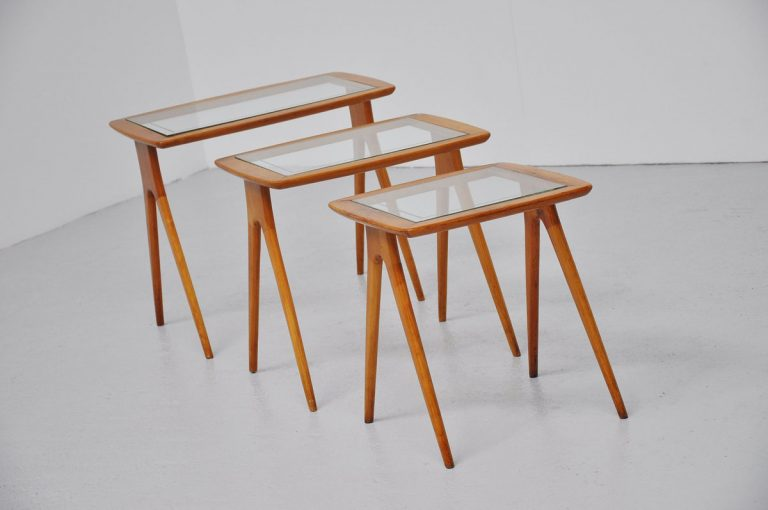 Italian nesting table set in beech wood and glass 1950