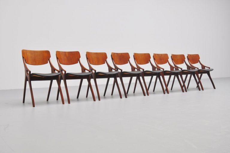 Arne Hovmand Olsen dining chairs for Mogens Kold 1959