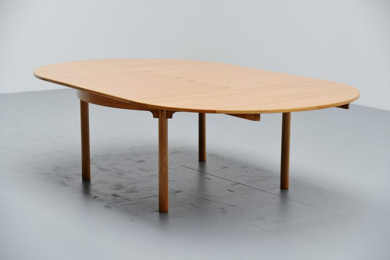 Borge Mogensen extendable dining table in oak Denmark 1955