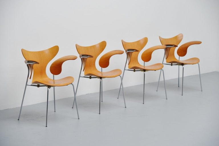Arne Jacobsen Seagull dining chairs Fritz Hansen 1972