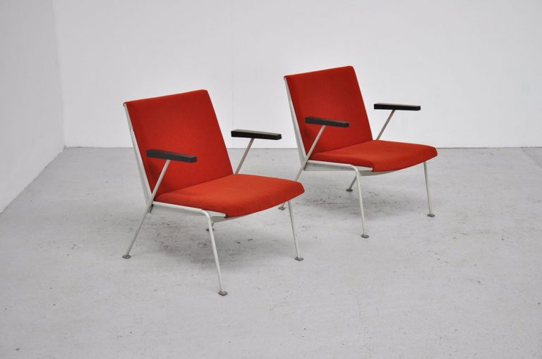 Wim Rietveld Oase chairs Ahrend red 1958