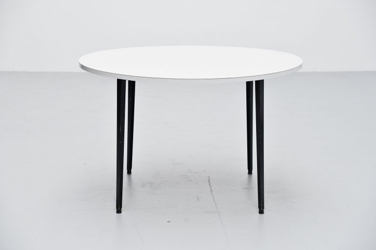 Friso Kramer round Reform table Ahrend de Cirkel 1955