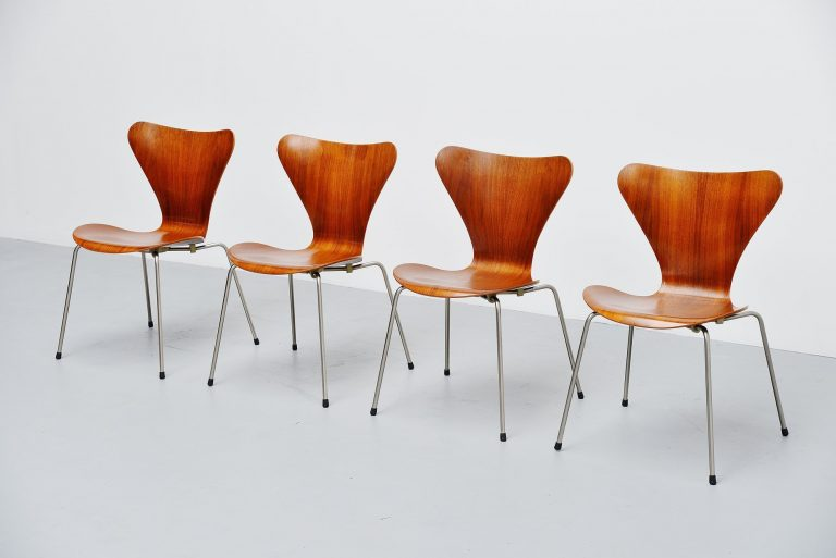 Arne Jacobsen 3107 butterfly chair Fritz Hansen 1955