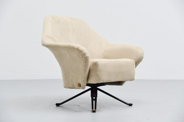 Osvaldo Borsani P32 lounge chair Tecno Italy 1956