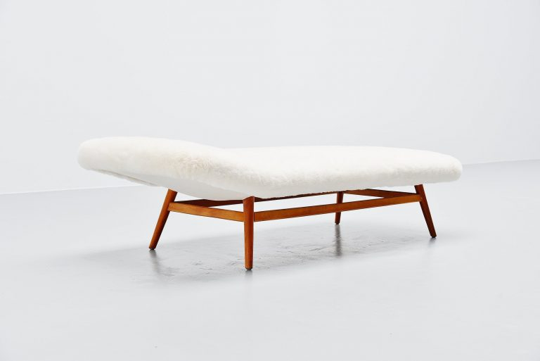 Dutch modernist daybed with teddy fabric Holland 1950